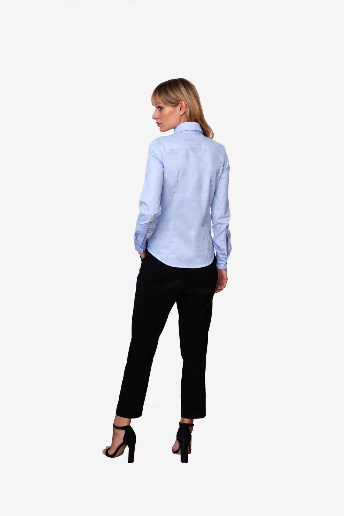 Bluse Ella von SANOGE. Klassische Business Bluse in blau mit New York Kent Kragen. Slim Fit, figurbetont. Made in Germany.