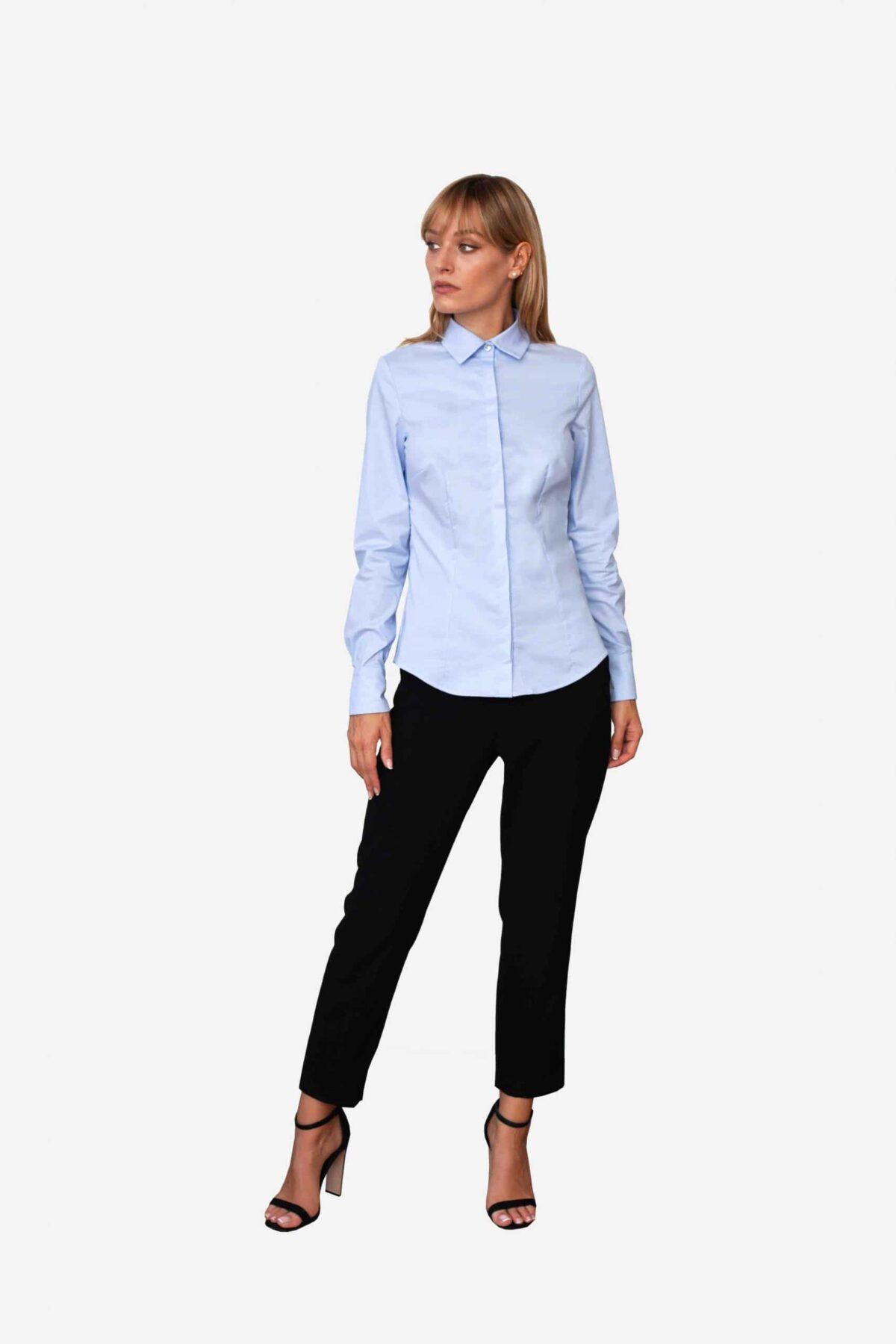 Bluse Ella von SANOGE. Klassische Business Bluse in blau. Hergestellt in Deutschland. Nachhaltig.
