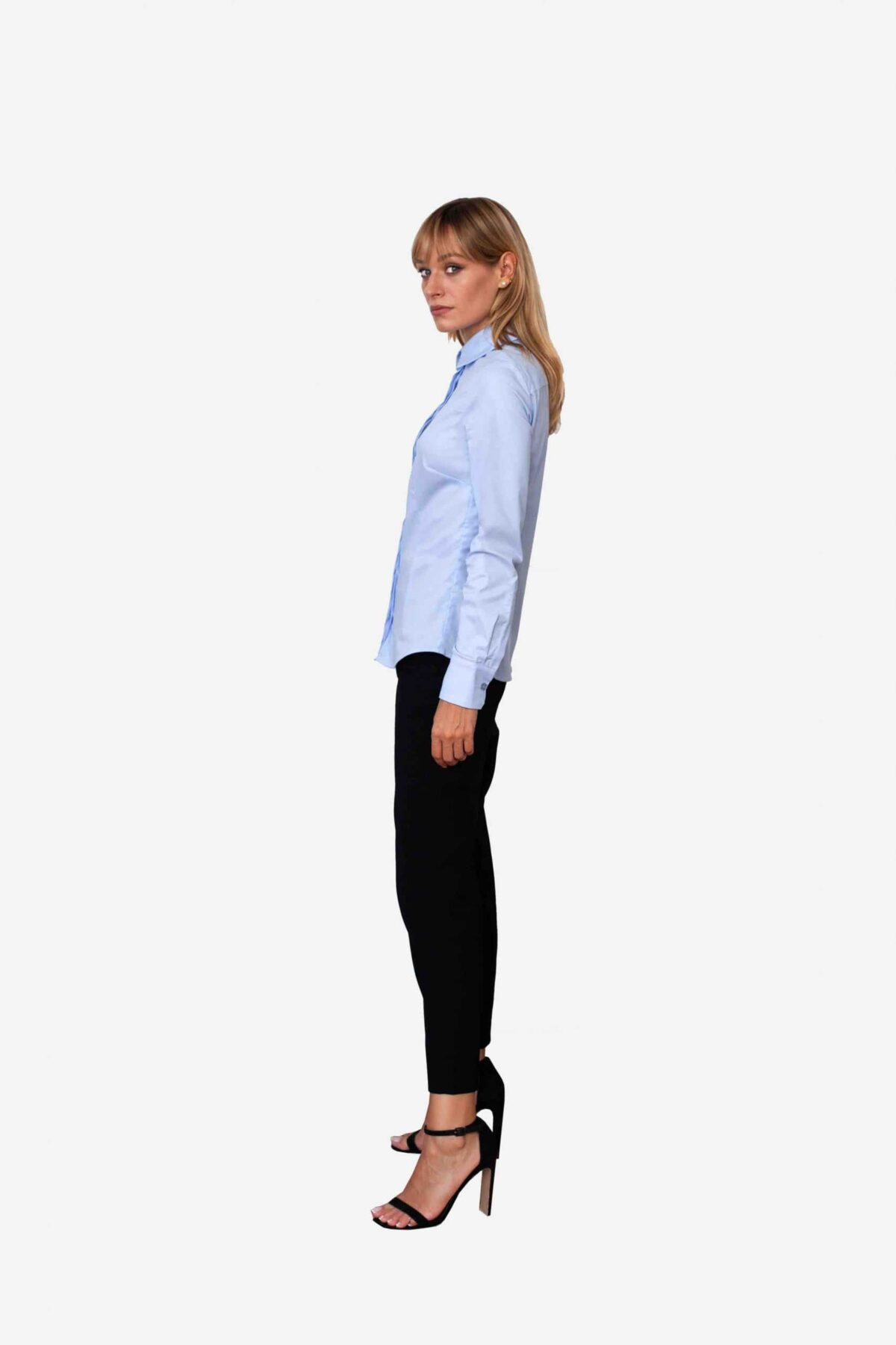 Bluse Ella von SANOGE. Klassische Business Bluse in blau mit New York Kent Kragen. Slim Fit, figurbetont. Made in Germany. Designer Label SANOGE
