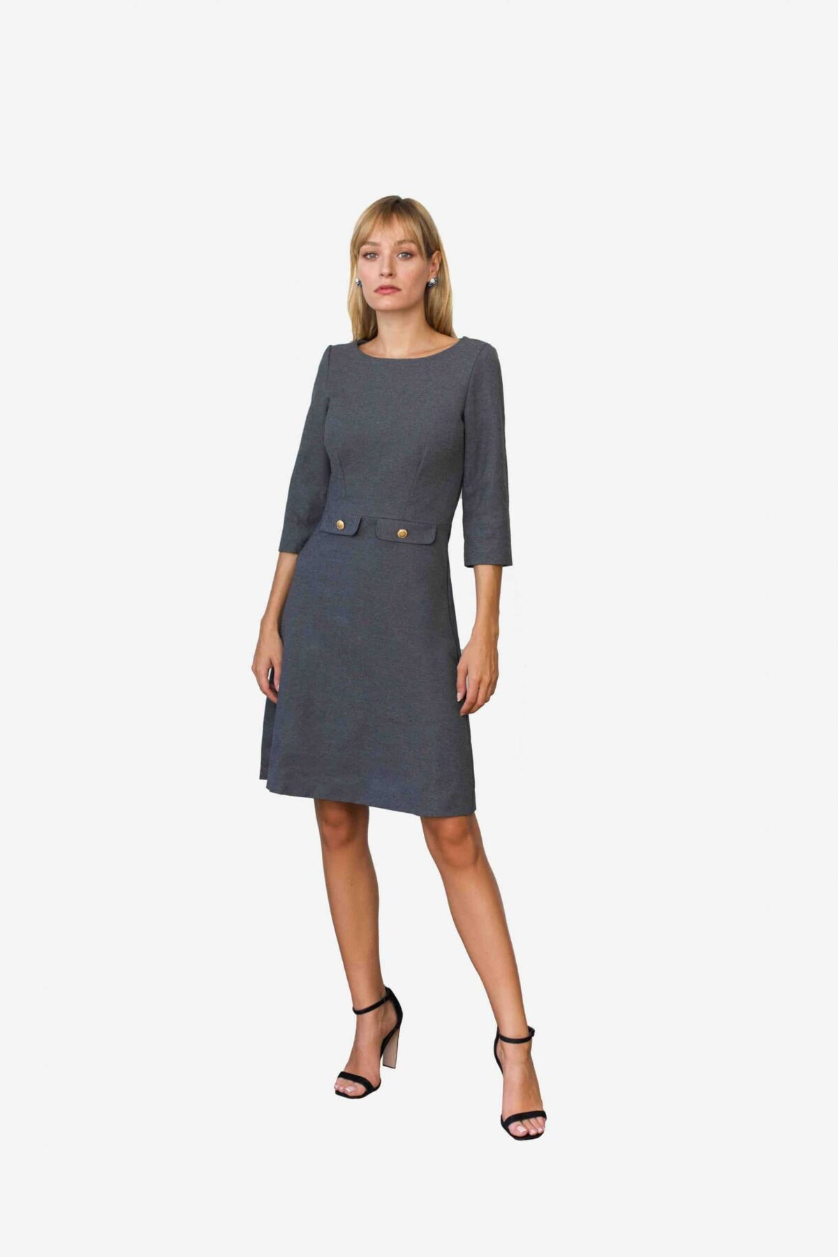 Kleid Alison von SANOGE by Snordtmade. Mit dekorativen Patten in schmaler Passform.