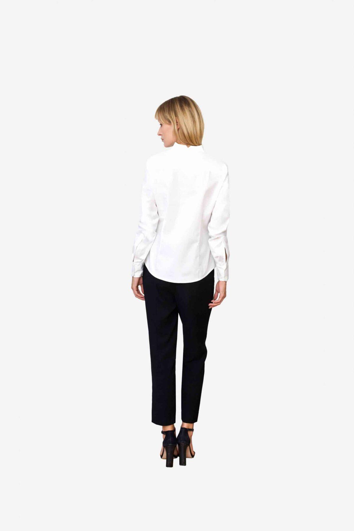 Bluse Sheirlyn von SANOGE. Stilvolle Designer Business Bluse in weiß mit Kelchkragen. Stehkragen. und Umschlagmanschetten. Mode aus Deutschland.