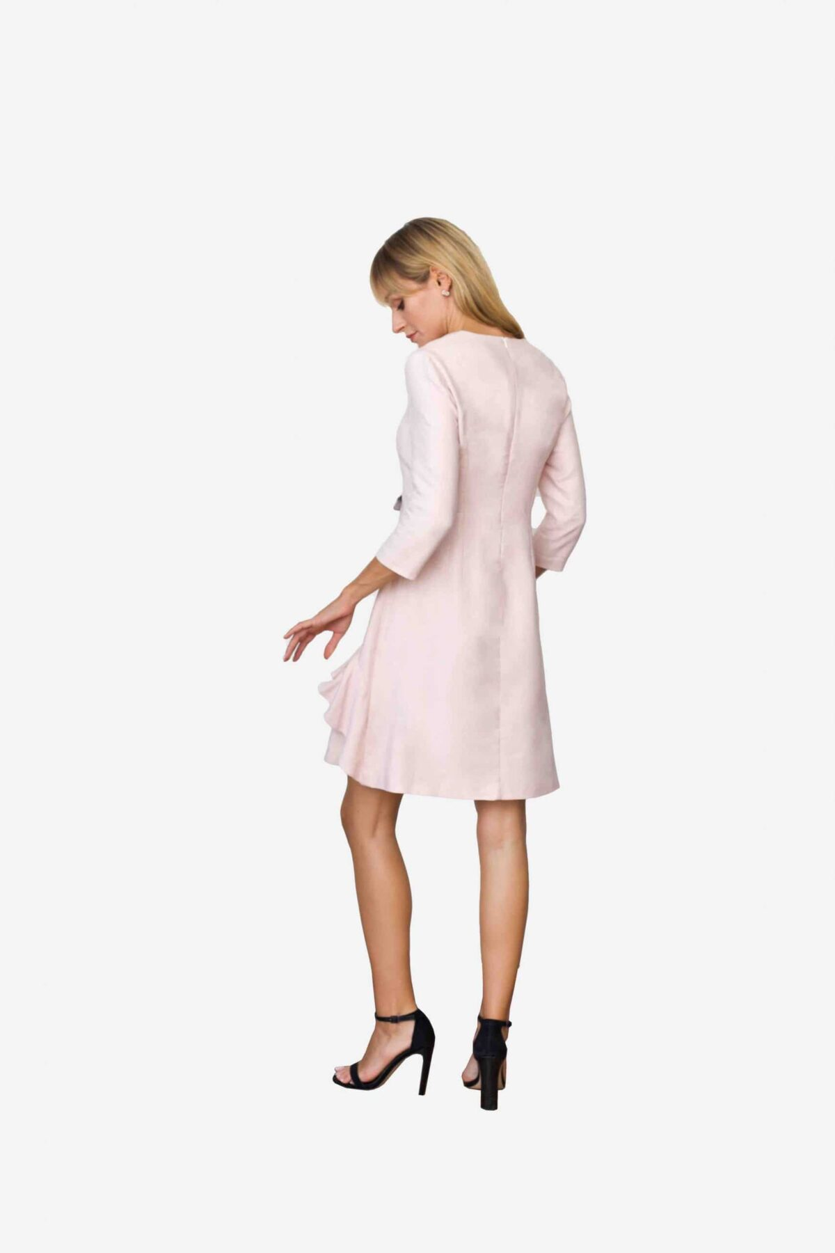 Kleid Jane von SANOGE. Rose Etuikleid mit Volant und V Ausschnitt und 3/4 Arm. Knielang. Mit Patten. Deutsche Designer Mode made in Germany.
