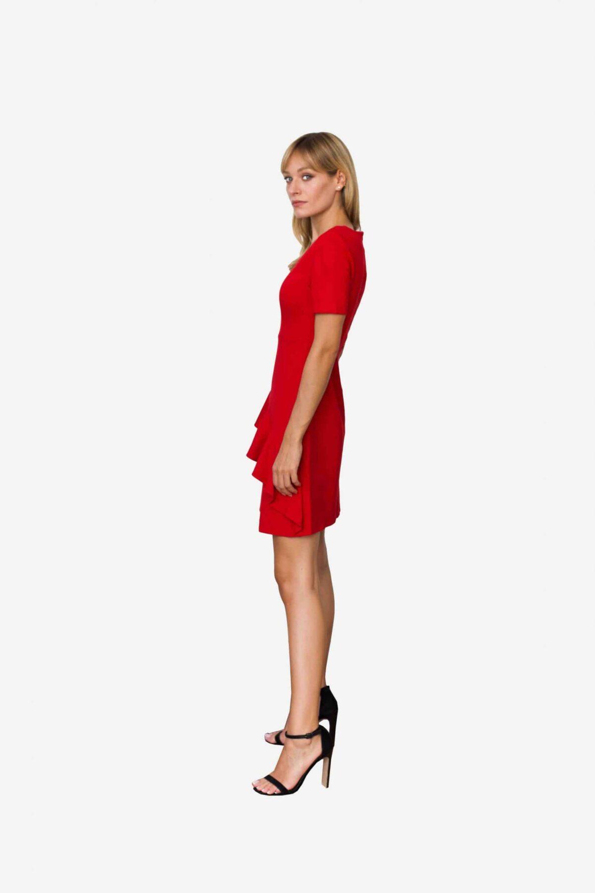 Kleid Loretta von SANOGE. Feminines Etuikleid in rot mit Volant und kurzem Arm. Knielang. Aus rotem Premium Jersey. Deutsche Designer Mode.