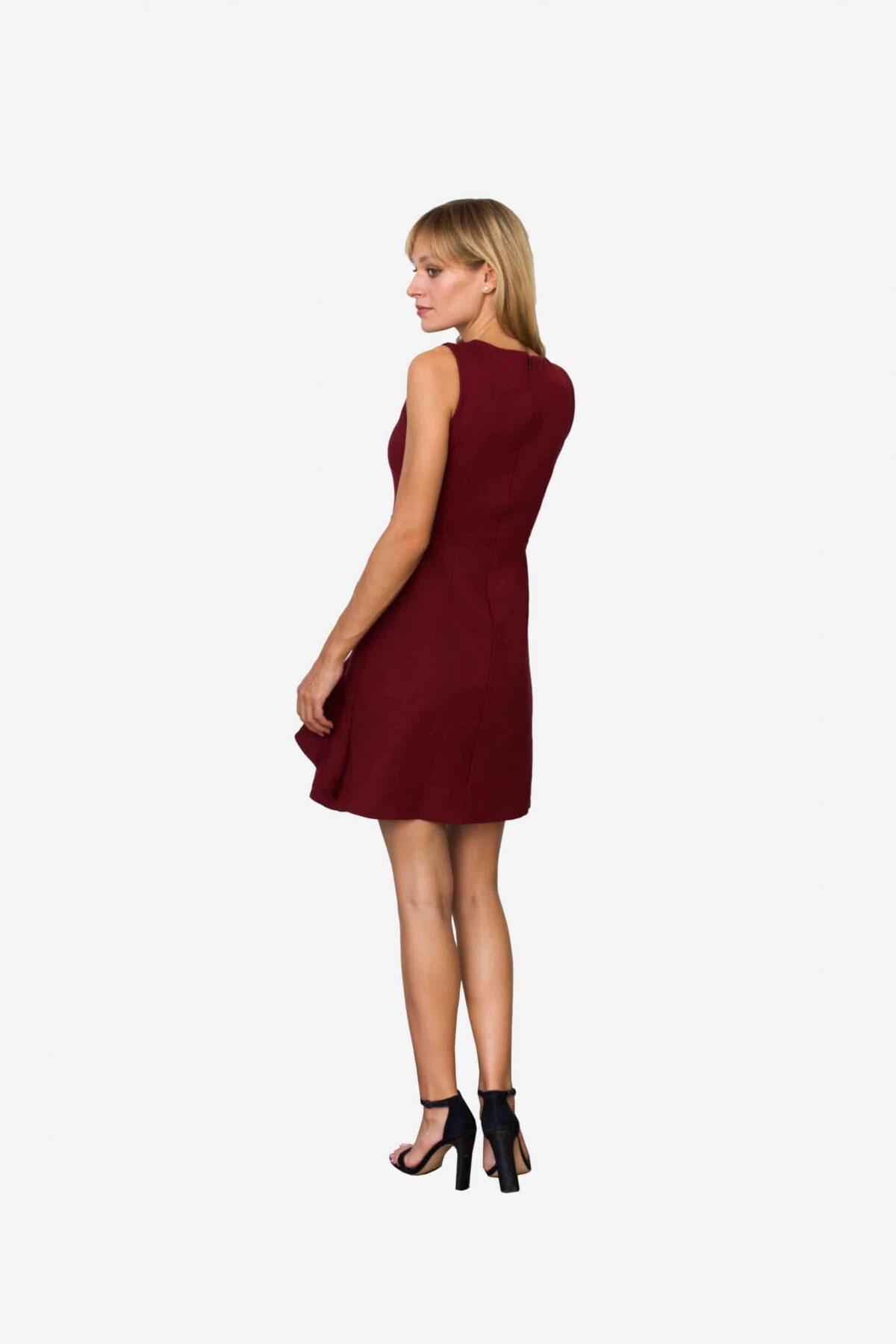 Kleid Nannette von SANOGE. Elegantes Etuikleid in weinrot mit Volant. Ärmellos. Slim Fit. Mit Stretch. Bequem zu tragen.