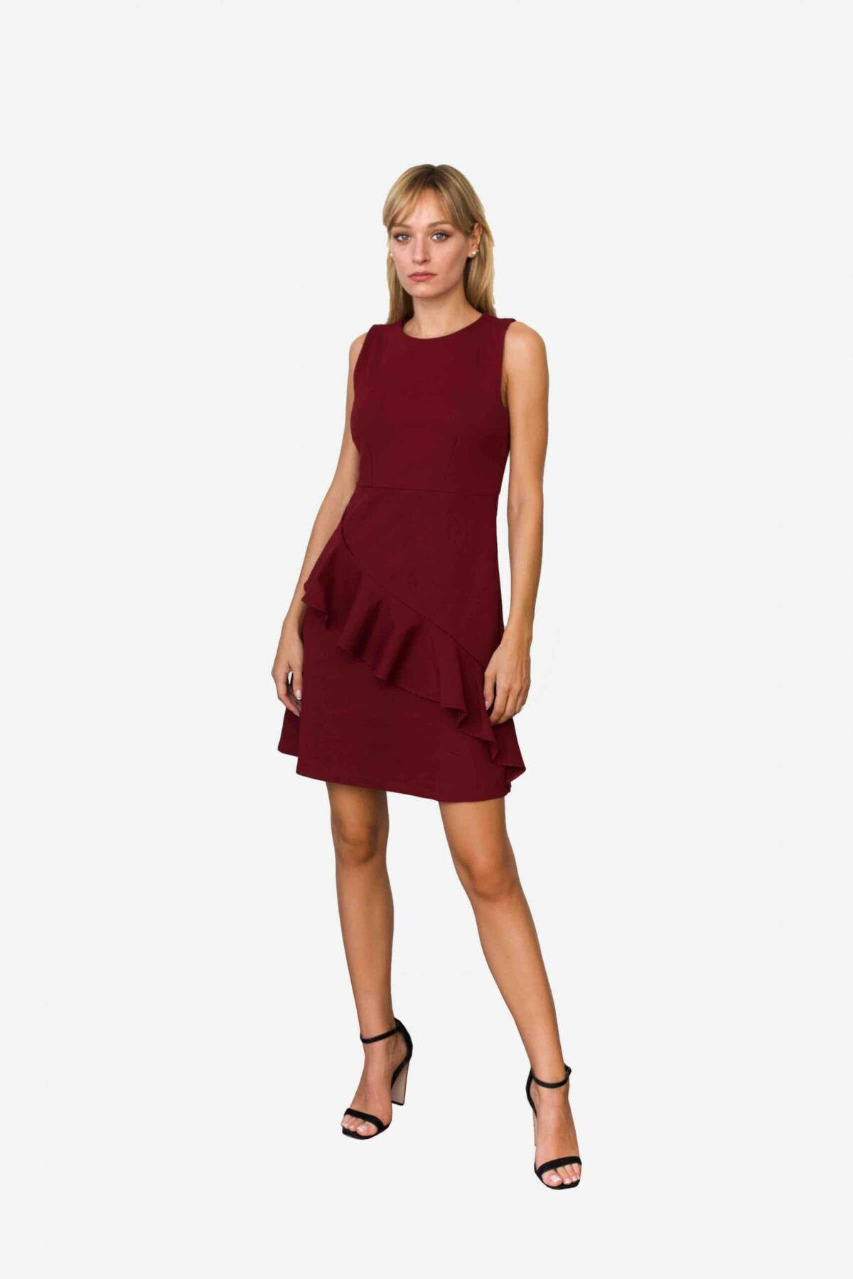 Kleid Nannette von SANOGE. Elegantes Etuikleid in weinrot mit Volant. Ärmellos. Slim Fit. Mit Stretch. Mode aus Deutschland.