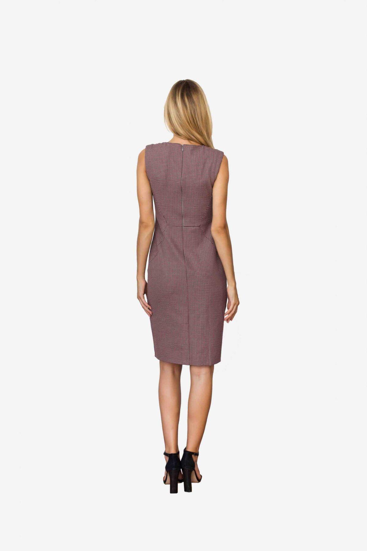 Kleid Deine von SANOGE. Figurbetontes Etuikleid ärmellos mit Pepita Muster in rose, altrosa und grau. Betont die Taille für eine feminine Silhouette.