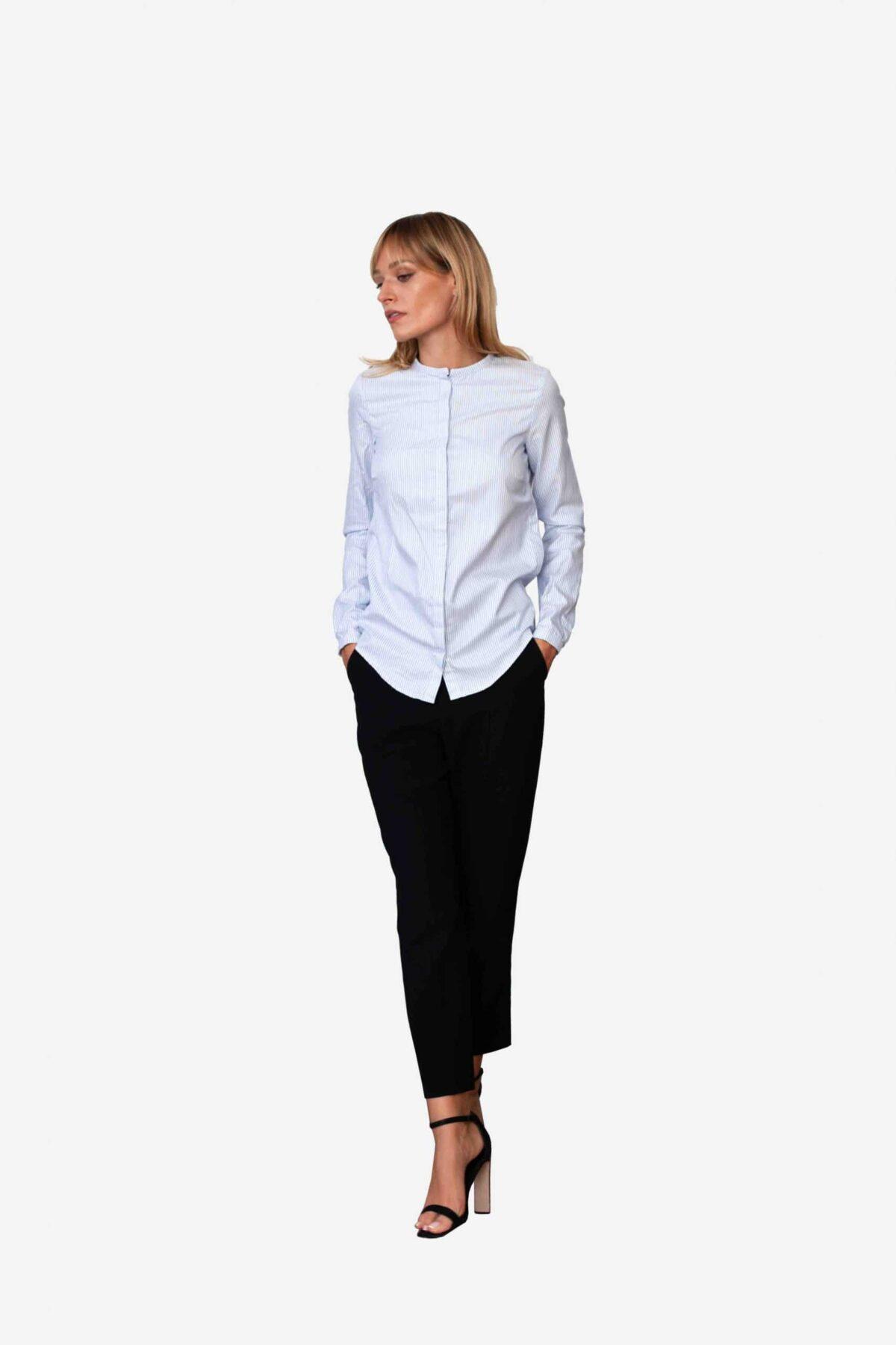 Bluse Estelle von SANOGE. Blau weiß gestreifte Bluse mit Stehkragen