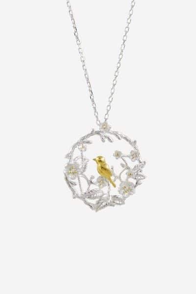 Collier Birdland von SANOGE - dezenter Anhänger aus Silber und Gold mit Blumen Ornament und Vogel Motiv