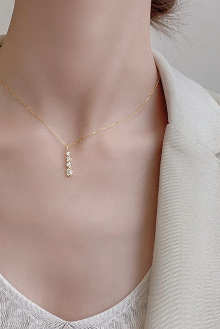 Collier Diamond Drop - elegante Kette mit Zirkonia Diamant Steinen in Gelbgold