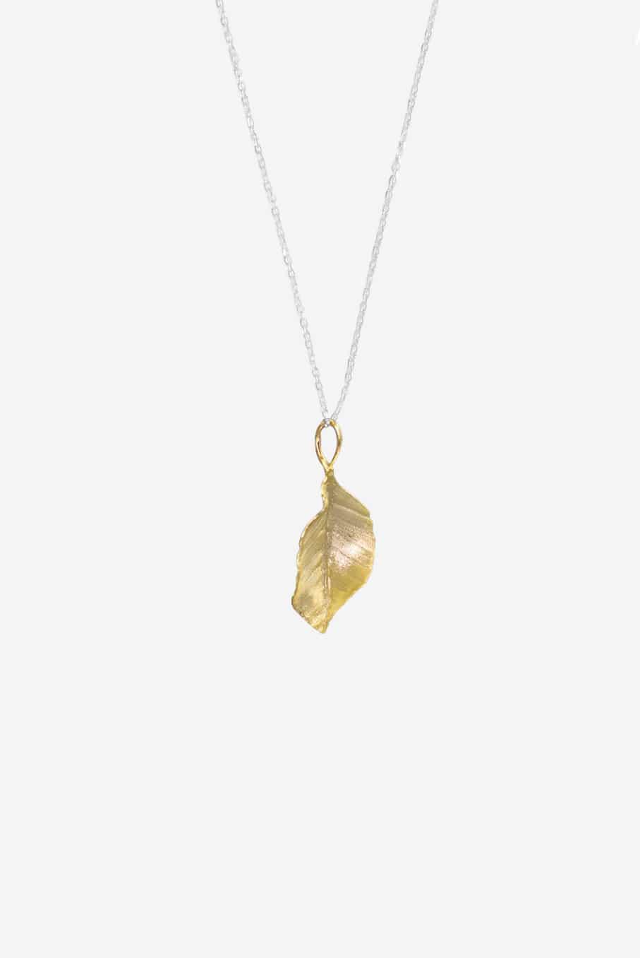 Collier Luxury Leaves von SANOGE - eleganter Anhänger an Halskette in Blattform